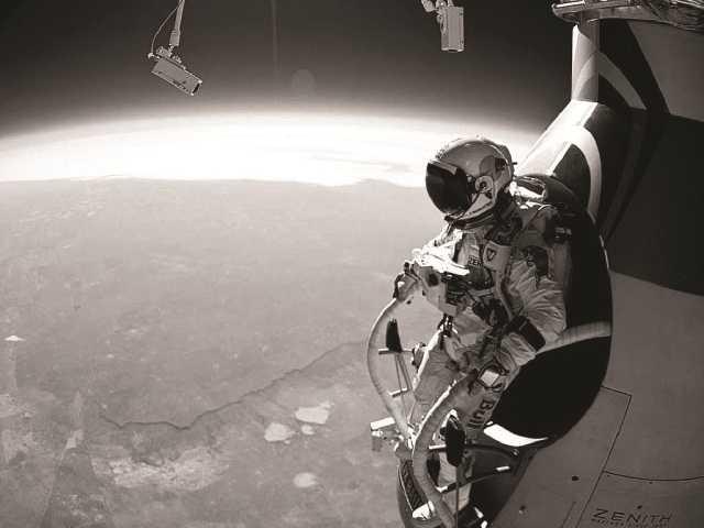 Skydiver breaks speed record