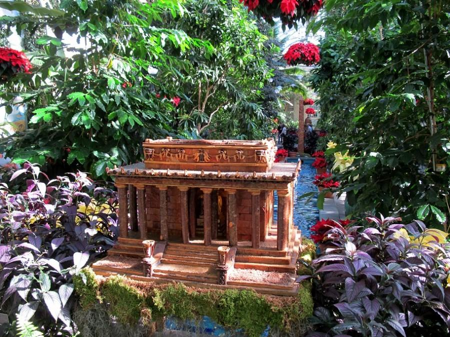 The Botanic Garden contains miniatures of famous D.C. landscapes created entirely from plant material. Above is a miniature of the Lincoln Memorial and below is a reproduction of the Washington Monument.