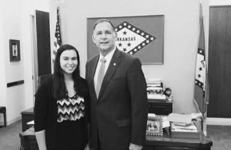 Senior Sarah Renberg met with Senator John Boozman  to discuss the benefits of vision therapy.