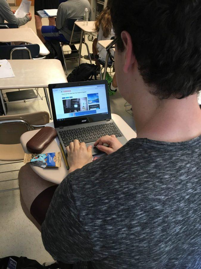 Senior+Elliot+Sloate++gets+distracted+by+games+on+his+chromebook+during+a+class.%0A