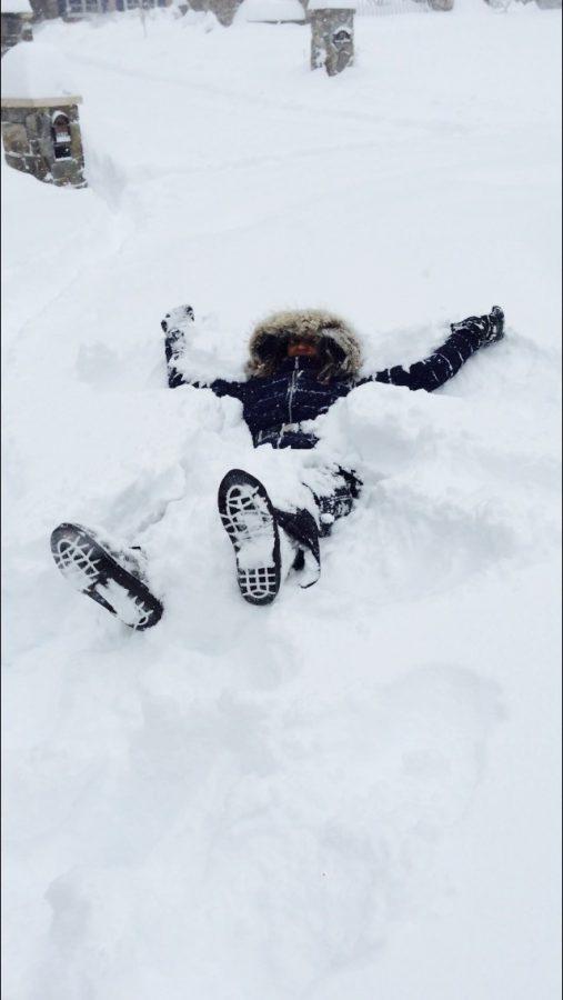 Sophomore+Nina+Aksentijevich+enjoys+the+snow+during+January%E2%80%99s+blizzard.