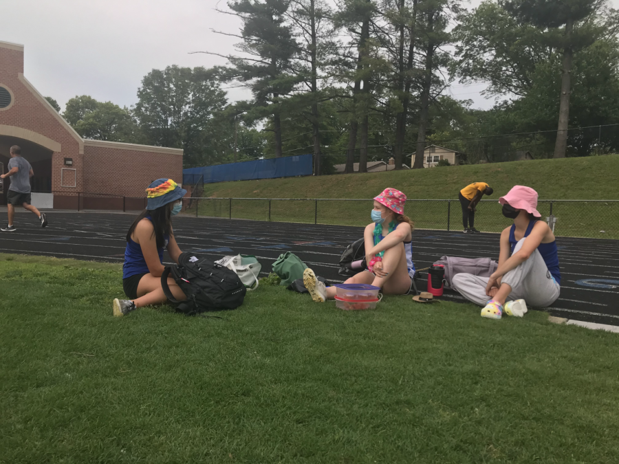 Sophomore Zara Kanold-Tso (left) talks with her friends after a Track meet on June 1st. Although masks are no longer required, Kanold-Tso prefers to keep it on as an extra safety precaution.