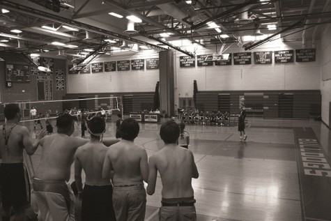 With young roster, boys volleyball has average start