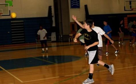Handball team dominates, achieves winning record