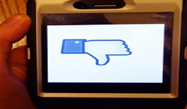 Facebook popularity declining, Twitter rising