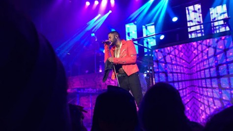 Singer Jason Derulo performs some of his biggest hits for the crowd.