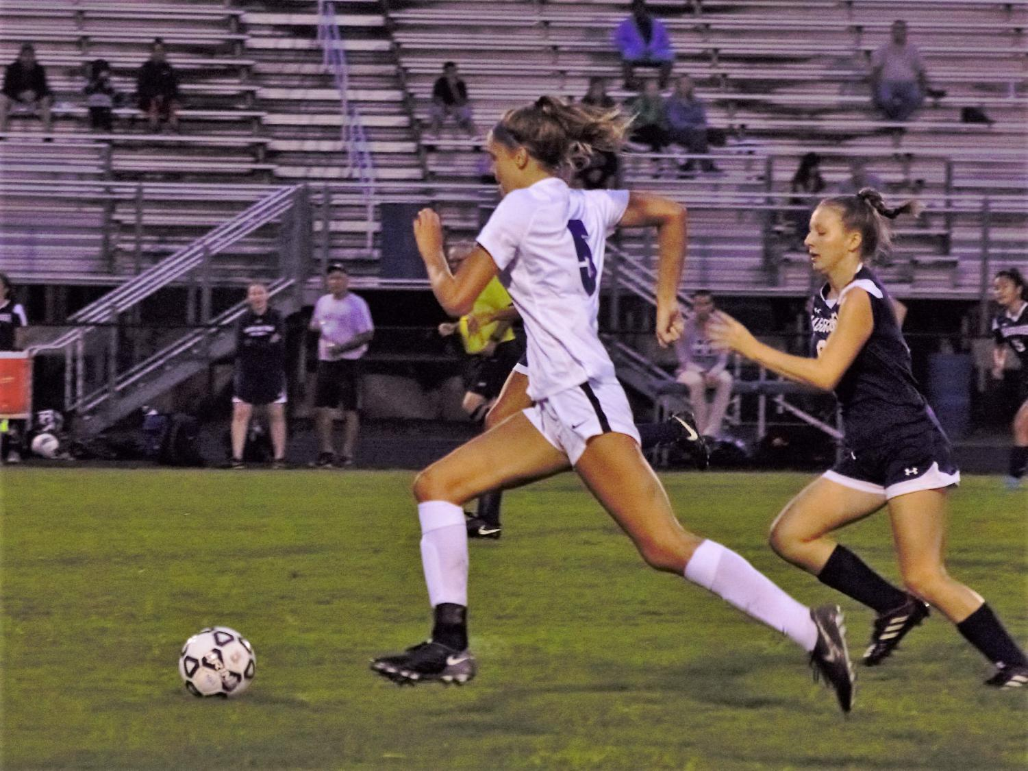 Niamh Haynos dribbles the ball down the field.