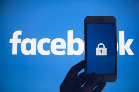 Facebook struggles with privacy issues